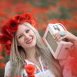 Woman and Poppy Flowers — Stockfoto