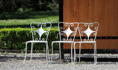 Chairs in the park — Stock Photo