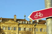 Bicycle signpost in the city — Stock Photo