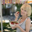 Woman buying strawberries at farmer's market — Stock Photo #12296146