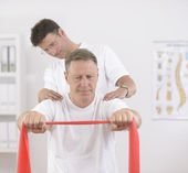 Physiotherapy: Senior man and physiotherapist — Stock Photo