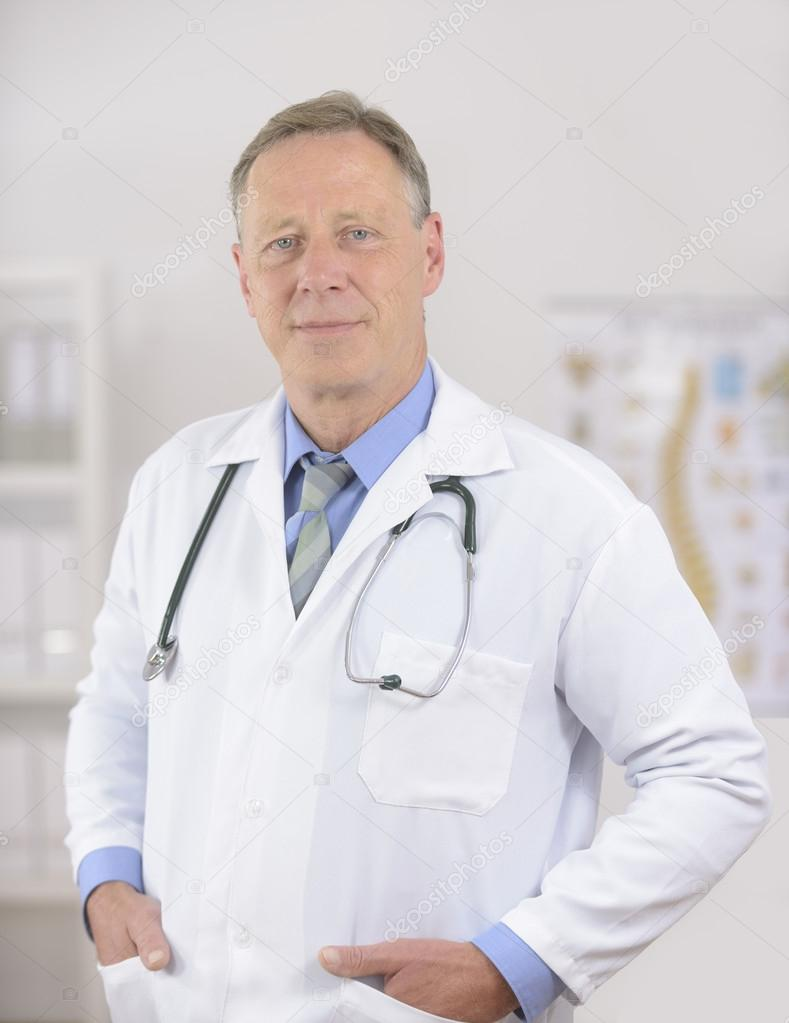 Portait of a mature male doctor at office — Stockfoto #12298368