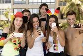 German soccer fans holding smartphones — Stock fotografie