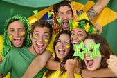 Fanáticos del fútbol deporte brasileño sorprendidos — Foto de Stock