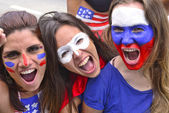 Group of happy USA soccer fans — Stock Photo