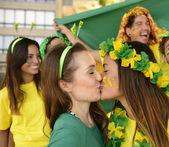 Girlfriends soccer fans  kissing — Stockfoto