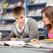 Students in a library — Stockfoto
