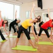 Group training in a fitness center — 图库照片