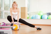 Woman doing fitness in a gym — Stock Photo