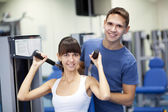 Young couple in a gym — 图库照片