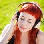 Pretty girl listening to music — Stock Photo #26913991