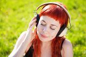 Pretty girl listening to music — Stock Photo