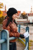 ヨーロッパの都市でスタイリッシュな女性 — ストック写真