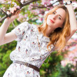Beautiful woman in spring blossom — ストック写真