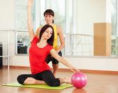 Gruppträning på gym — Stockfoto