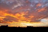 Crimson skies over a cityscape — Stock Photo