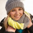 Pretty young woman in winter clothes — Stockfoto