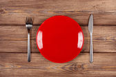 Empty plate on a wooden table — Stock Photo