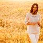 Beautiful lady in wheat field — Stock Photo #47176345