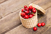 Juicy cherries in a wicker basket — Stock Photo