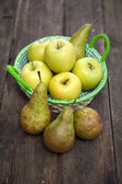 Fresh green apples and pears on a wooden table — Stock Photo