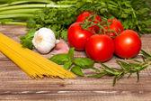 Traditionella spaghetti ingredienser — Stockfoto