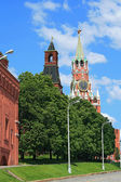 The clock tower of Moscow Kremlin at noon — Stock Photo
