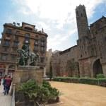 Jaime I monument near medieval Palau Reial Barcelona — Stock Photo #34560153