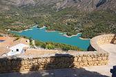 Guadalest lake and village — Zdjęcie stockowe