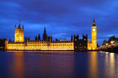 Big Ben and Houses of parliament at night — Stock Photo