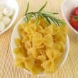 Farfalle, tomatoes and mozzarella balls — Stock Photo