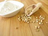 Buckwheat and wholemeal buckwheat flour — Stock Photo