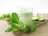 Green smoothie with corn salad and cucumber — ストック写真