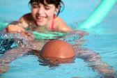 Yüzme havuzu için iskambil — Stok fotoğraf