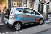 Bluely совместное использование электрических автомобилей — Стоковое фото