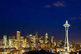 Seattle skyline at dusk — Stock Photo