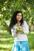The girl with apples smiles — Stock Photo