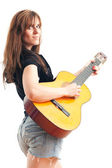 女性はギターを抱えて — ストック写真
