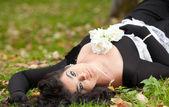 秋天的公园的哥特式女孩 — 图库照片