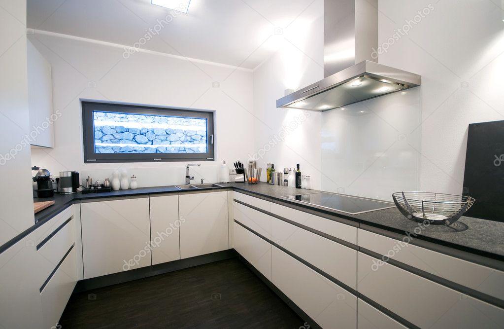 Светлая кухня с темной столешницей фото, дизайн.