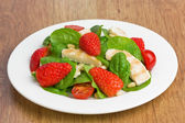 Spinach chicken strawberry salad — Stock Photo