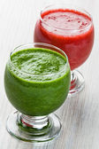 Spinach and strawberry smoothie — Stock Photo