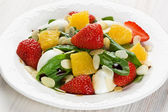 Spinach strawberry orange salad — Stock Photo