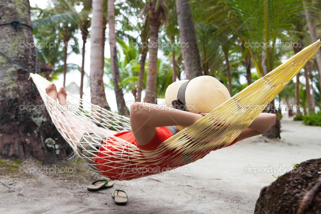 Piernas de la mujer en hamaca en la playa de mar foto de stock 16024507 depositphotos - Fotos de hamacas en la playa ...