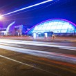 Light trails with the modern building — Stockfoto