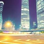 het licht paden op de modern gebouw achtergrond — Stockfoto #16178761
