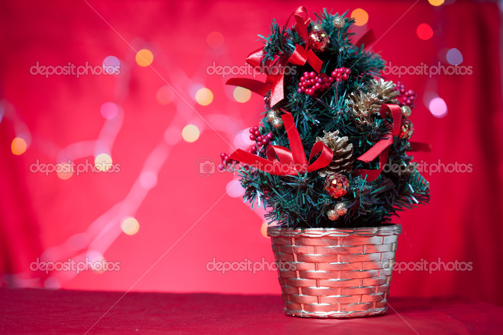 Christmas tree with light background — Stock Photo #16176643