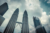 KUALA LUMPUR - Feb 15: View of The Petronas Twin Towers on Feb 1 — Stock Photo