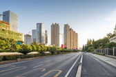 Empty street in modern city — Stockfoto