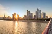 Gün batımı ile cityscape — Stok fotoğraf